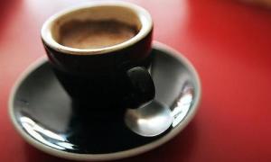 24849736_perversioni-in-tazzina-il-caff-metafora-dell-italiano-rompiballe-0.png